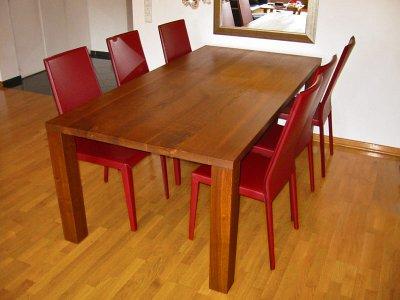 Tisch / Nussbaum